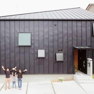 外観/外壁には耐久性を考慮して、屋根材と同じガルバリウム剛板を使用