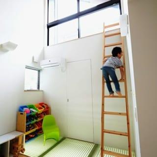 ロフト/4畳半ほどの広さがあるロフトも子どもの遊び場