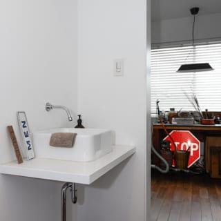 作業スペースの出入口には手洗いシンクが設置されている