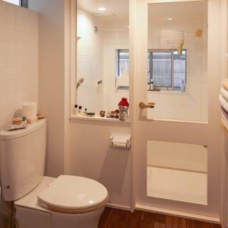 夫が、フラットな構造を強く要望したトイレとバス。