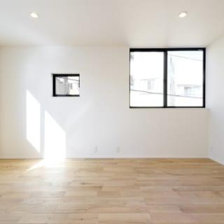 3階 子世帯個室/子供部屋を想定して、つくられた部屋。「将来的にこの部屋を分割して2部屋にできるように、窓の数やコンセントを配置しています。壁を壊してドアを設置しても構造上問題のない仕様です」と西村さん。どこまでも細やかな心配りはさすが