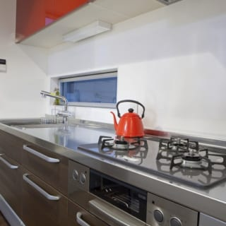 キッチンは小さいながらもしっかりした機能と使い勝手を確保