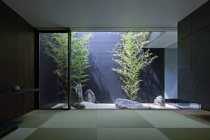 家のなかに風景が? 3つの中庭で、向こう側の部屋すら借景に!
