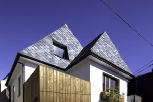 室内空間の工夫で外観も誇らしく。三角屋根の欧風住宅が快適!