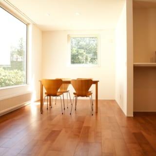 1階のリビング。「ガラスの性能もあがっているので、大きな窓を選ぶことも可能」と小池さん。
