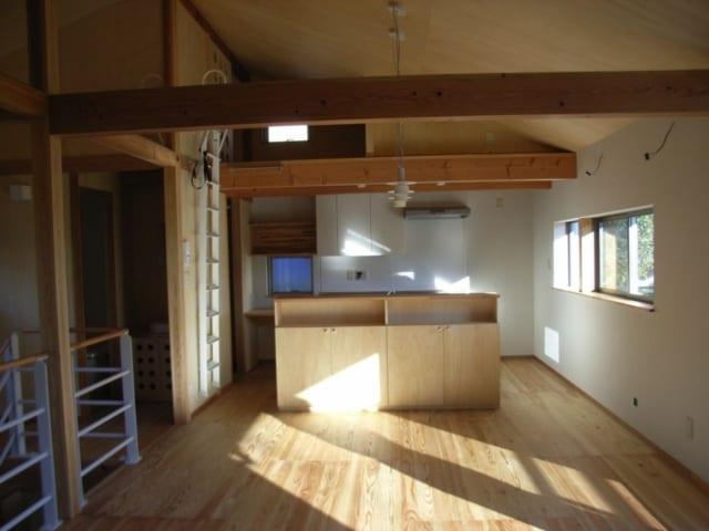 陽当たり、風通しのよい2階にLDKを配置。勾配天井にして、より開放的に。