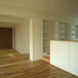 和室、ホール、リビング/引き戸を開けると、和室とその前のホール、リビングをひとつの空間として利用することができる