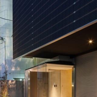 1Fのエントランス部分はオフィス仕様に。5、6階の住居フロアへはエレベーターでアクセスする