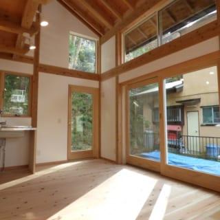 テラス扉/庭に出る扉とサッシは、アメリカ・アンダーセン社のもの。美しいデザインと高い断熱性が特徴