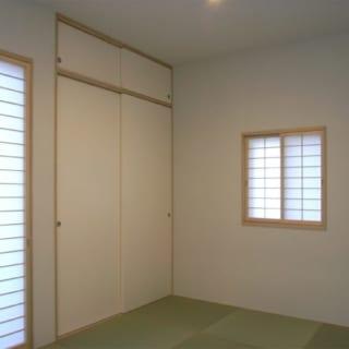 リビングからつながる和室には半畳タタミを使用。壁・天井はビニールクロス張り