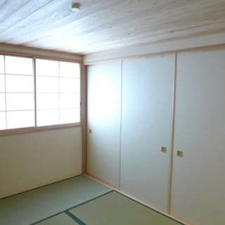 和室もある。一番奥の襖のなかには仏壇をしまうスペースがつくってある。