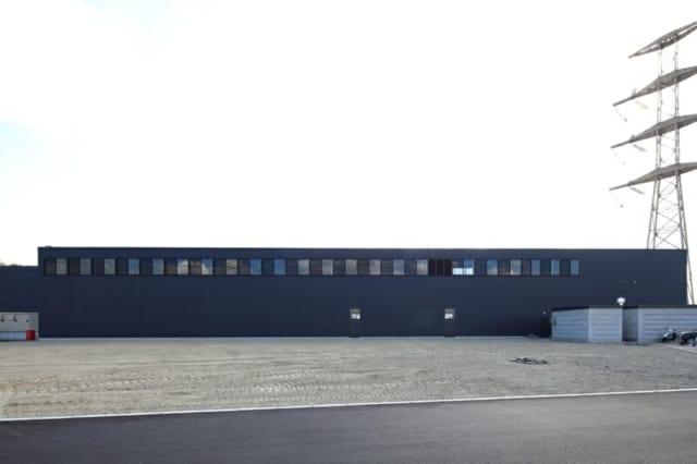 撮影:GEN INOUE  北面/将来の増設計画を考え、シンプルな造りになっている。増設の際は、窓の下部から始まる上り勾配の屋根を付ける予定