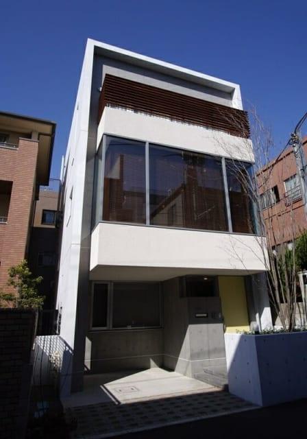 【N邸】文京区に建つN邸の全景。1階に夫婦の寝室、2階がLDK、3階に娘さん2人の個室が設けられている。