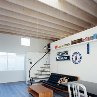 天窓やハイサイドガラスなど、プライバシーを確保しながら明るさを取り入れる工夫を随所に。