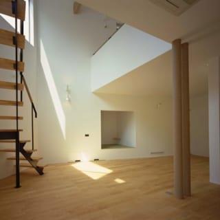間接光/明るい照明が苦手な施主の意見を取り入れ、室内は間接光をメインにした