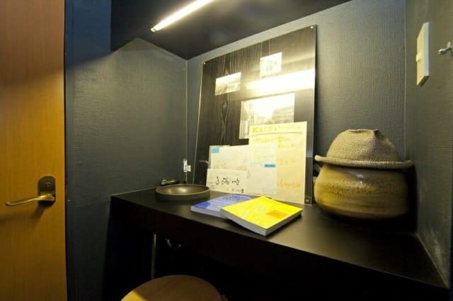 手洗い場のスペースも、リノベーションでおしゃれに生まれ変わった。奥様は、ここでちょっとした仕事や作業をすることも多いという
