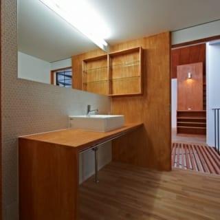 洗面室/シンプルで美しい丸いタイル張りの洗面室