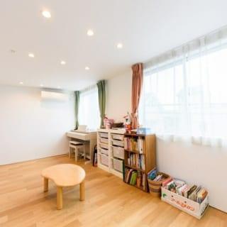 K邸3階の子ども部屋。姉弟の2人兄弟なので、将来部屋を分割できるよう、入口が2つ設けられている