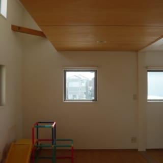 将来仕切ることもできる2Fの子ども部屋。一部が吹き抜けになっていて明るさも確保