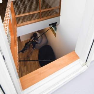 ロフト階 吹抜け/ロフト階からは2階のリビングを見下ろせる。光や風を2階に送るだけでなく、フロアを越えた一体感をもたらしてくれる