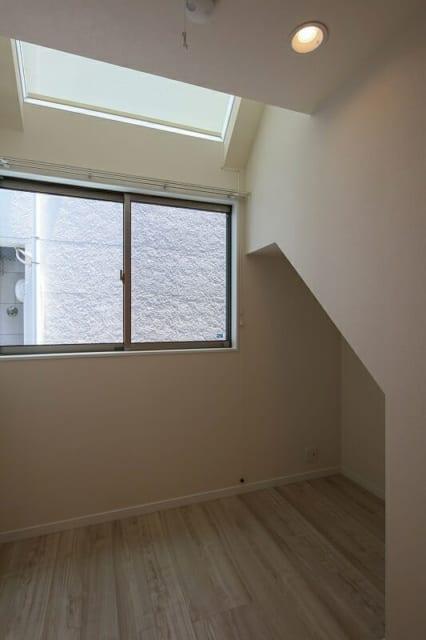 1階にも設置された天窓。一階だが陽光がしっかりと採れる