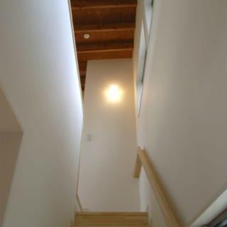 階段/階段を上がった2階には、子ども部屋と書斎、寝室兼オーディオルームがある
