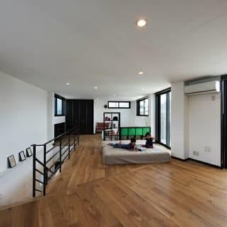リビングから階段を上ると、トイレ以外はすべてワンルーム。子どもの成長に従い、その都度、家具で間仕切りながら使う予定。