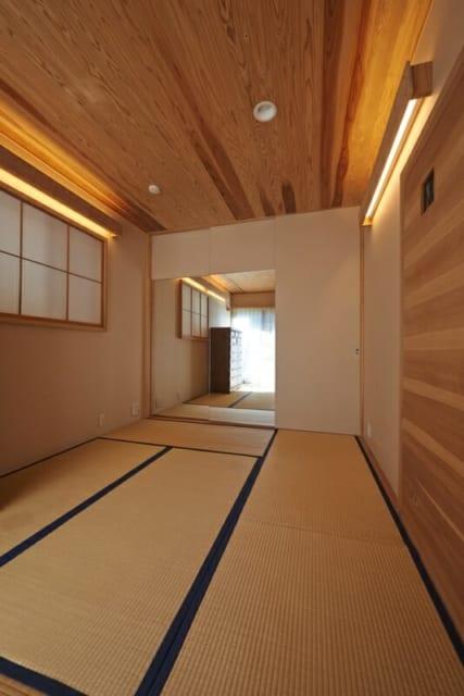 個室の姿見には部屋を広く見せる効果も。奥さんはこの姿見を観ながら趣味のダンスの練習をしているそう