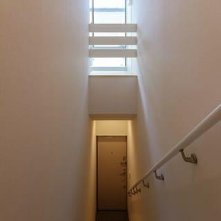 2階に上がるための階段。
