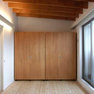 子ども部屋/子ども部屋の正面にあるのは可動式のクローゼット。将来子どもが増えたときにはこのクローゼットで部屋を2つに分けて使用