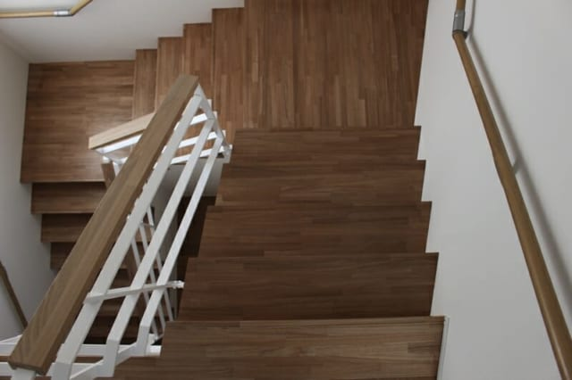 幅広にとった階段も単調にならないように工夫したそう。