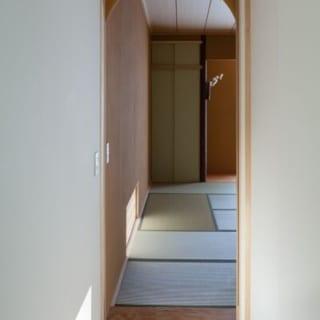 和室の入り口も茶室を意識したデザインに