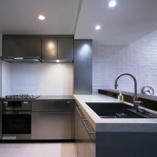 キッチン/ビルドインのガスオーブンは、ホームパーティ用の料理を作る際にも大活躍