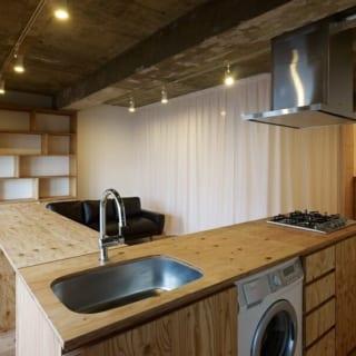 ビルドイン洗濯機/キッチンにコンパクトに収納されたビルドイン洗濯機