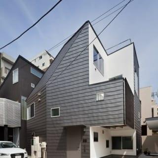 S邸外観。外壁と屋根はガルバリウム鋼板。