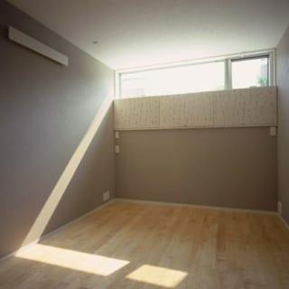 主寝室/主寝室はシアタールームとしての使用もあるため、音響の配管や機材の取り付け位置を事前に計画。防音仕様もされている