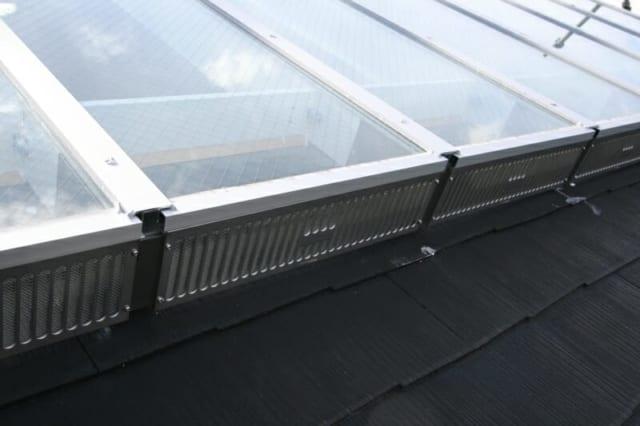 3階 子供部屋 窓/元バルコニー部分に新たに設置したもの。面戸板を脱着可能にし、空気の取り入れ口に。部屋全体に風が流れるようにしている