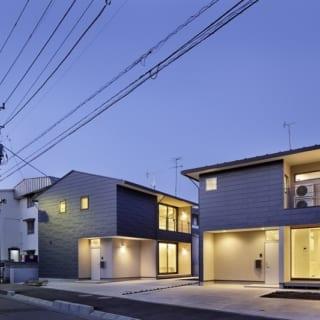 繁田諭   【写真12】B棟 外観/他棟に比べ敷地が広いB棟。2台の駐車スペースと家庭菜園などを楽しめる庭がついている