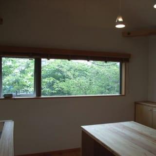 LDK南側にあえて大窓を設置しなかったのは、外からの視線を感じさせないという配慮もある。