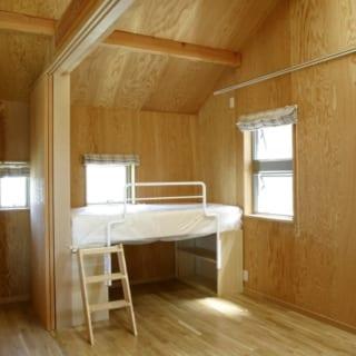 2階子ども部屋/お子さん1人あたりの個室はあえてコンパクトに。その分、プレールームやスタディコーナーなど、4人で共用するスペースをたっぷりとっている