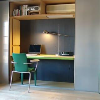 テレビなどを置いているリビングの収納空間は、デスクやベンチなどに模様替えすることも可能だ