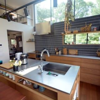キッチン制作は有限会社フリーハンドイマイの今井さんにお願いした。