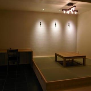 畳敷きの小上がりは、オープンなのにどこか隠れ家のような雰囲気もあり、くつろげる空間だ
