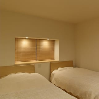 階の奥に位置するオーナーご夫妻の寝室は、プライバシーの守られた独立した空間になっている