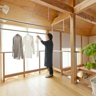 明るいインナーテラスは洗濯物をほすために、ゆったりスペースをとってある。