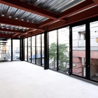 2階のテナントも1階と同じつくり。陽光をたっぷりと採り込むことができ、隅々まで明るい。
