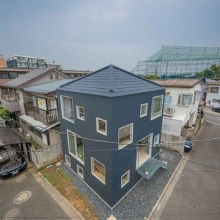 半地下を利用した狭小住宅
