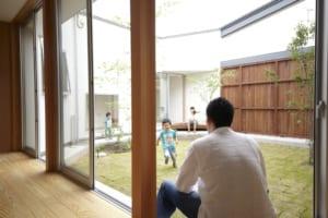 遊ぶ、眺める、家族で家を楽しみ尽くす、中庭の存在とは!?