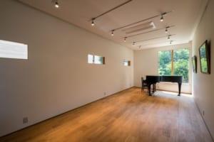 芸術性も居心地も、たいせつな音楽室をとことん優先する空間とは