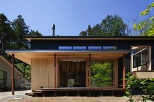土間やテラス、自然と徹底調和。客も長居する居心地作りに納得!